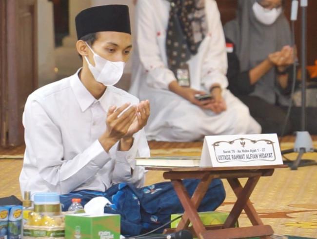 Hafiz Asal Mojokerto Jadi Imam Masjid Besar di UEA