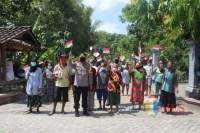 Bansos dan Replika Bendera Merah Putih Dibagikan Polres Ngawi