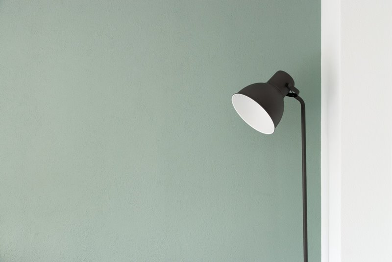 lamp-white-grey-wall