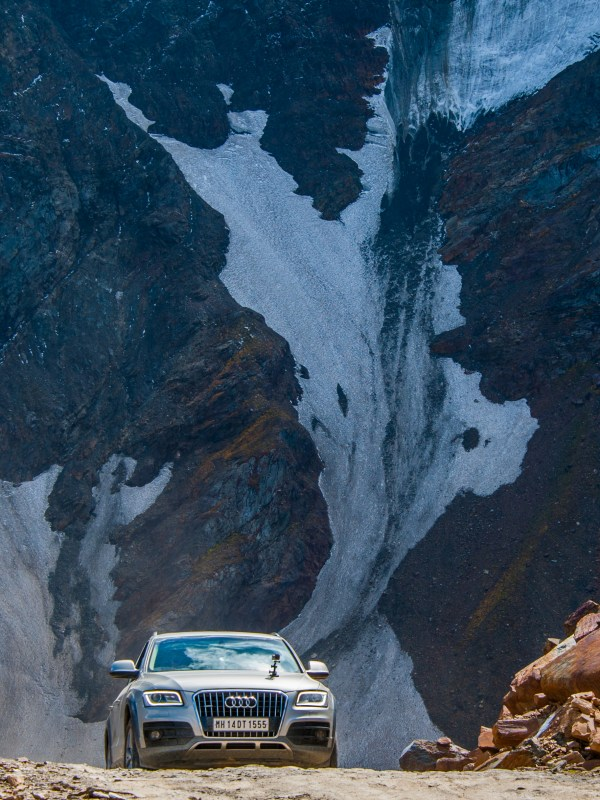Audi Q5 at Sach Pass