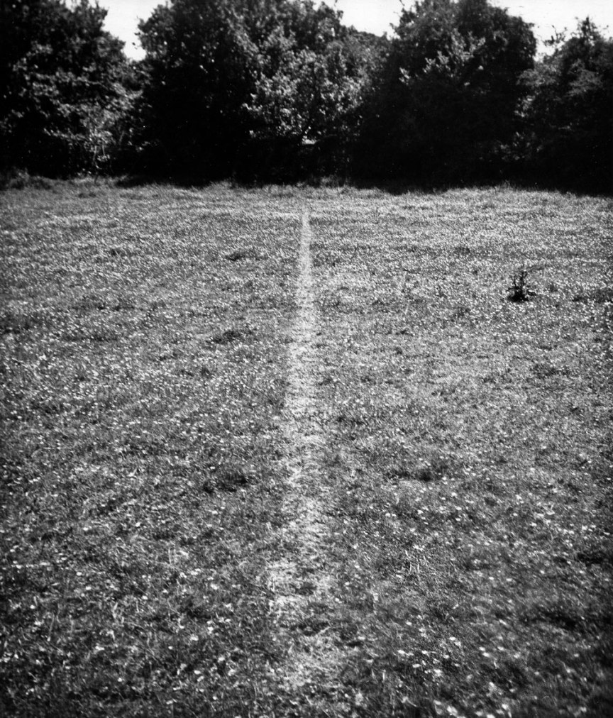d 10 Richard Long - A line made by walking 1967