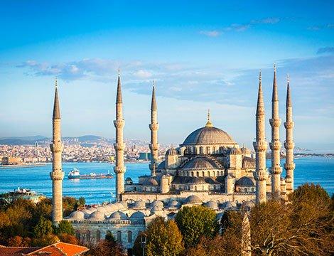 Alla scoperta della Turchia: volo a/r e 7 notti in hotel 4* con tour in bus in città storiche come Izmir, Istanbul, Ankara e la regione della Cappadocia