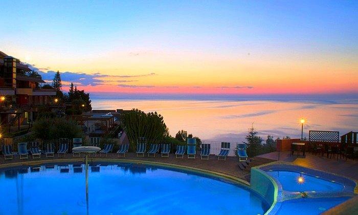 Taormina: 7 notti in mono o bilocale fino a 5 persone con Spa al Villaggio Residence Letojanni