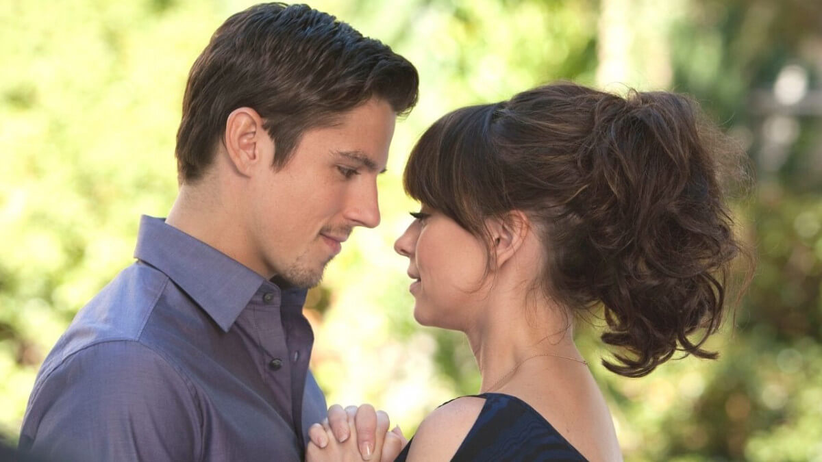 'The Lost Valentine': An Emotional & Powerful Time Slip Love Story. A review of the 2011 Hallmark Hall of Fame drama. Text © Rissi JC
