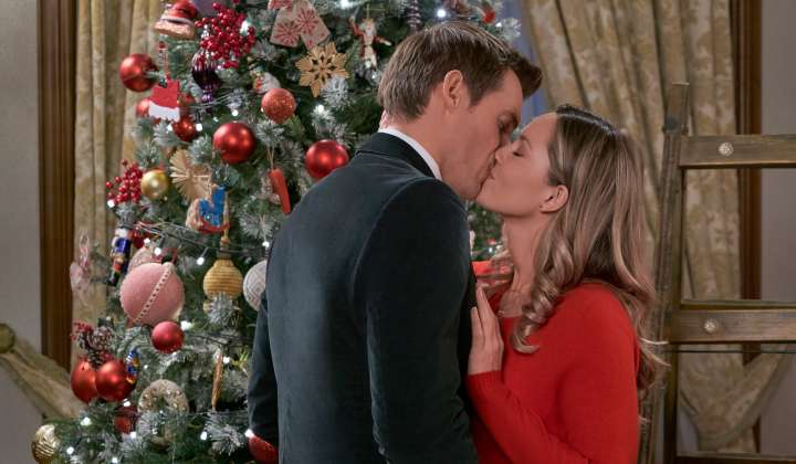 Christmas at the Palace – A Starry Royal Romance | Finding Wonderland