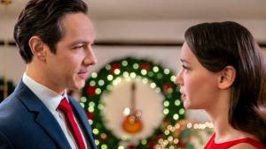 'The Christmas Bow': A Sweet Romance with Music in its Soul. Review of the Michael Rady 2020 Hallmark original. All text © Rissi JC