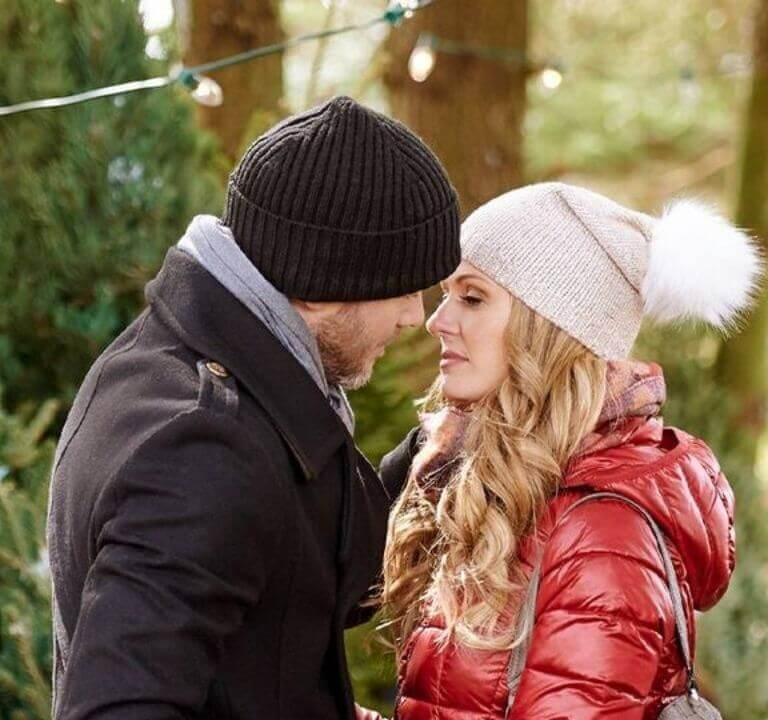 'The Santa Squad': A Fun Christmas Romantic-Comedy! A review of the 2020 Lifetime film with Rebecca Dalton & Aaron Ashmore. All text © Rissi JC.
