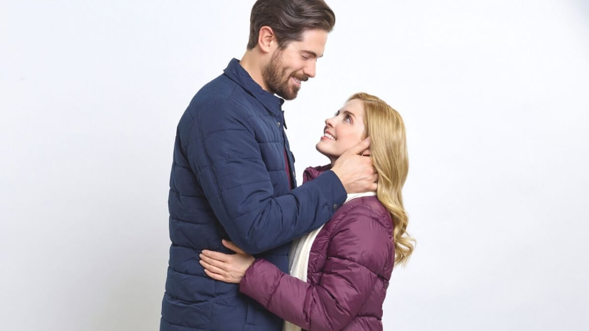 'Snowkissed': A Winter Romance to Stay in With! Jen Lilley and Chris McNally co-star in a Hallmark romance. Text © Rissi JC