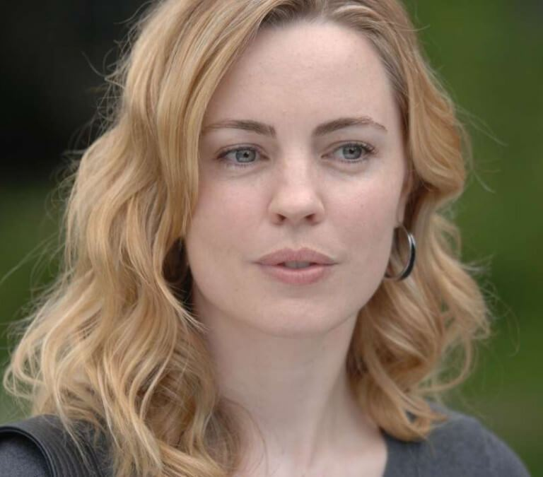 AN INTERESTING PRIME MYSTERY IS 'SECOND CHANCES' ABOUT HEADLINE NEWS. Review of the Incendo production with Melissa George. Text © Rissi JC