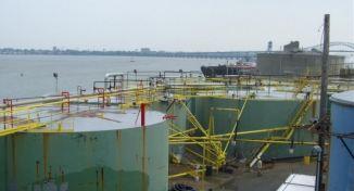 Serbatoi contenenti prodotti chimici e carburanti 06