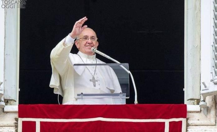 Papa Francesco all'Angelus (foto generica)