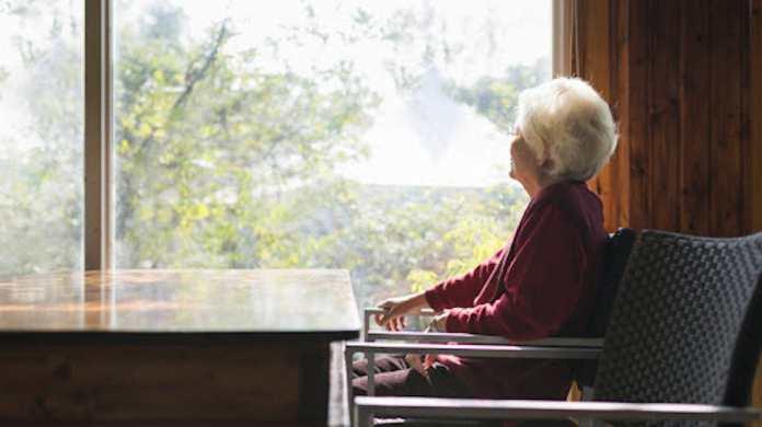 Una signora anziana