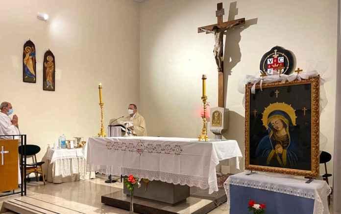 L'Arcivescovo durante la Messa nella chiesa dell'ospedale