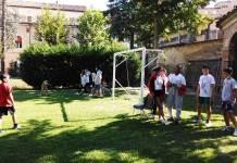 La preparazione di un gioco al Grest del Duomo