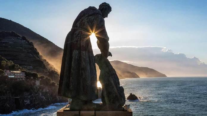 Statua bronzea di San Francesco e il lupo, monastero dei cappuccini - Torre Aurora, Monteross