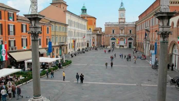 Una veduta dall'alto di piazza del Popolo a Ravenna