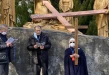 Un momento della Via Crucis a Lourdes