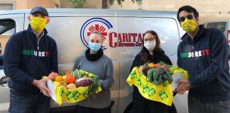 La consegna del cibo alla Caritas
