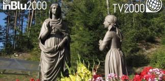 L'esterno del santuario di Pinè con la statua della Madonna