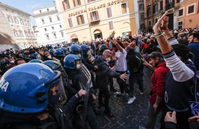 Una scena delle proteste nelle piazze dei giorni scorsi