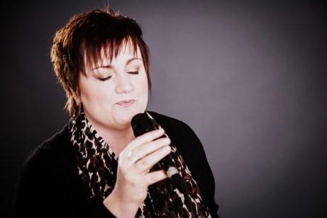 Hochzeitssängerin Rita Röscher singt mit Leidenschaft