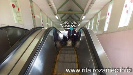 Miasteczko pełne jest wzniesień i… ruchomych schodów