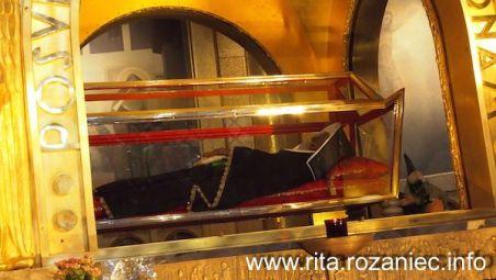 Ciało św. Rity w szklanej trumnie