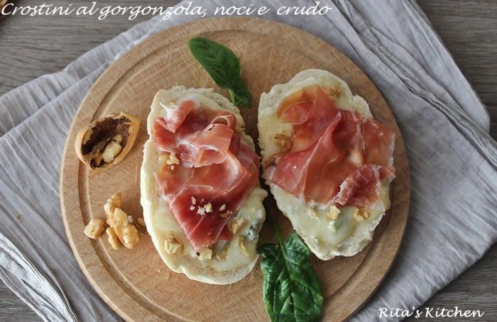 crostini al gorgonzola ,noci e crudo