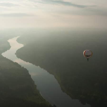 Skrydis oro balionu virš Nemuno