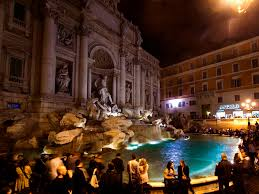 trevi-fountain-night-crowd-2