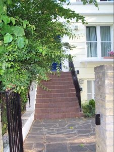 entrance-to-cassies-flat-near-portobello-road-mentioned-in-book-1-and-visited-in-book-4
