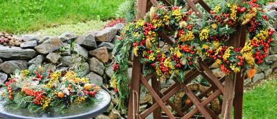 Herbstliche Türkränze basteln für einen guten Zweck