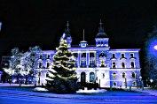 Valokuva Oulun kaupungintalosta 2012, muokattu Photoshopilla