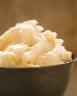 perfect-mashed-potatoes-a97540_0_vert