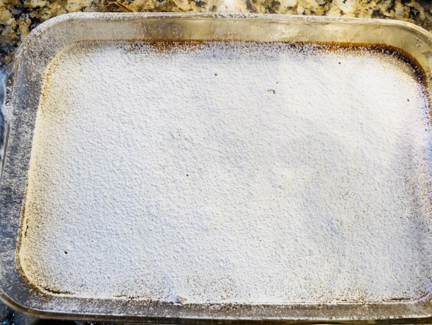 Powdered sugar on top of lemon bars