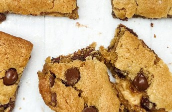 Chocolate Chip Peanut Butter Swirl Bars