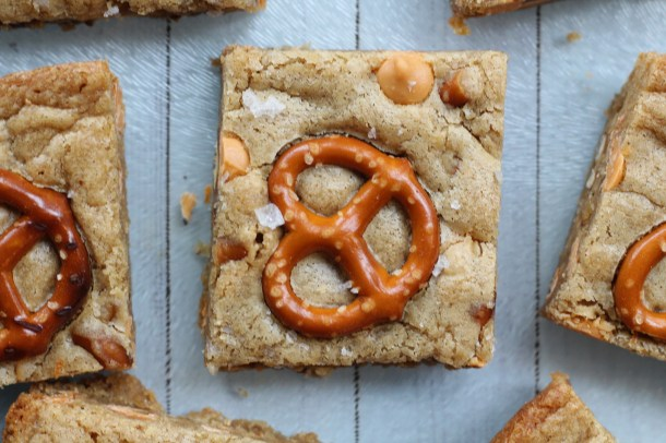 salted butterscotch pretzel blondies
