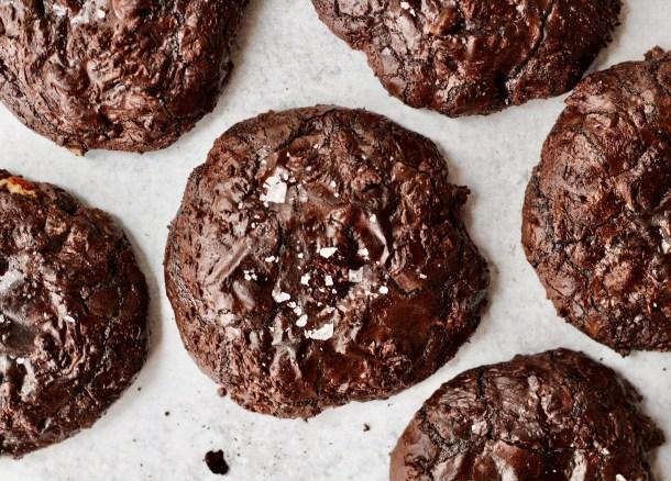 midnight crinkle cookies