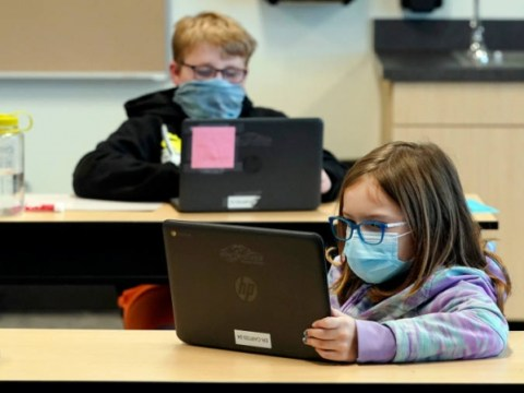 코로나 바이러스 최신 : 미국 학교 재개를 뒷받침하는 CDC 지침
