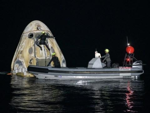 SpaceX Crew Dragon은 아폴로 시대 이후 미국 우주 비행사와 함께 야간 스플래시를 시작합니다.