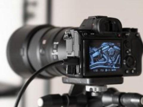 Sony Alpha 7R IV Revisi …  Produktivitas NAIK dengan LCD 2,35 juta titik
