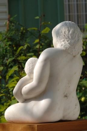 mère avec enfant - sculpture