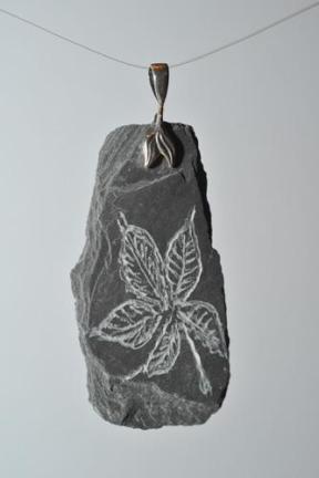 Bijoux - pendentif en pierre gravée