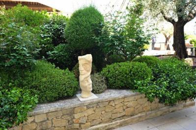 Sculpture à Coquillade Provence-Village