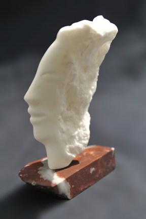 Diane - sculpture de Dominique Rivaux en albâtre