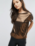 http://www.asos.fr/new-look/new-look-t-shirt-metallise/prd/7643782?iid=7643782&clr=Bronze&SearchQuery=&cid=4169&pgesize=36&pge=11&totalstyles=3467&gridsize=3&gridrow=2&gridcolumn=3