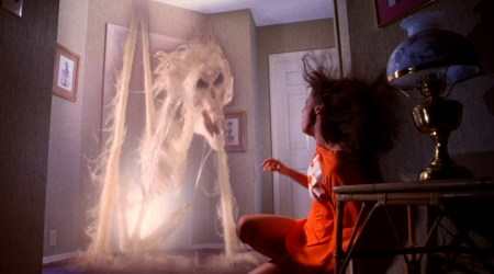 poltergeist-movie-ghost-doorway-tobe-hooper