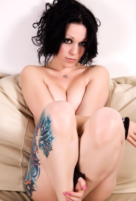 a-naked-tattoo-girl