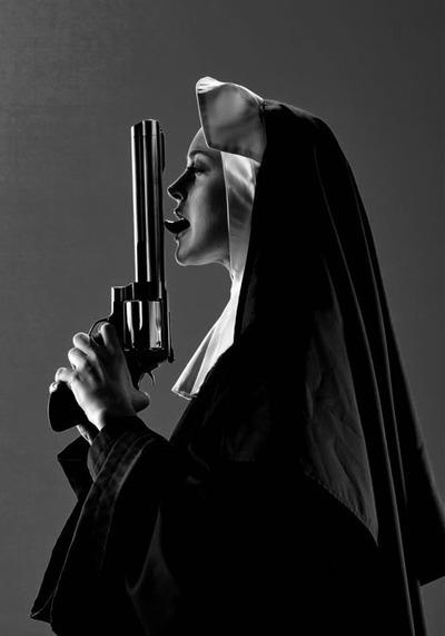 gun-lilo-lindsay-lohan-machete-nun-Favim.com-341708