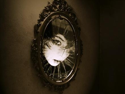 100312_Creepy_mirror